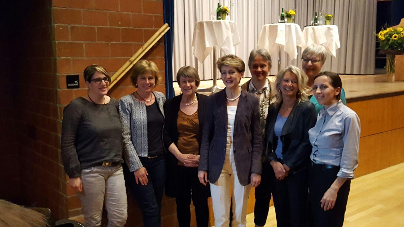 Bundesrätin S.Sommaruga mit Kerngruppe Frauenpodium